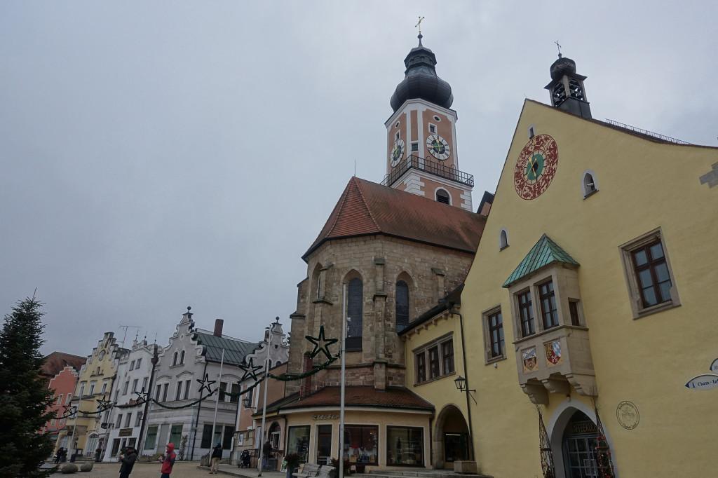 Cham - Markplatz mit der Stadtpfarrkirche St. Jakob