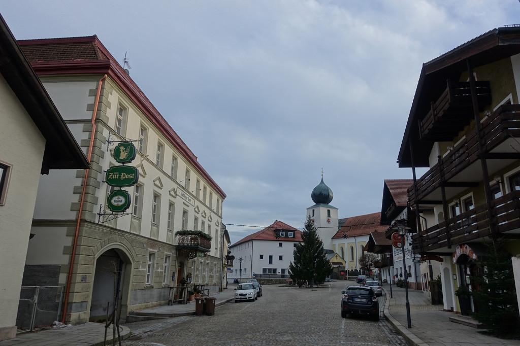 Lam - Kirchenplatz