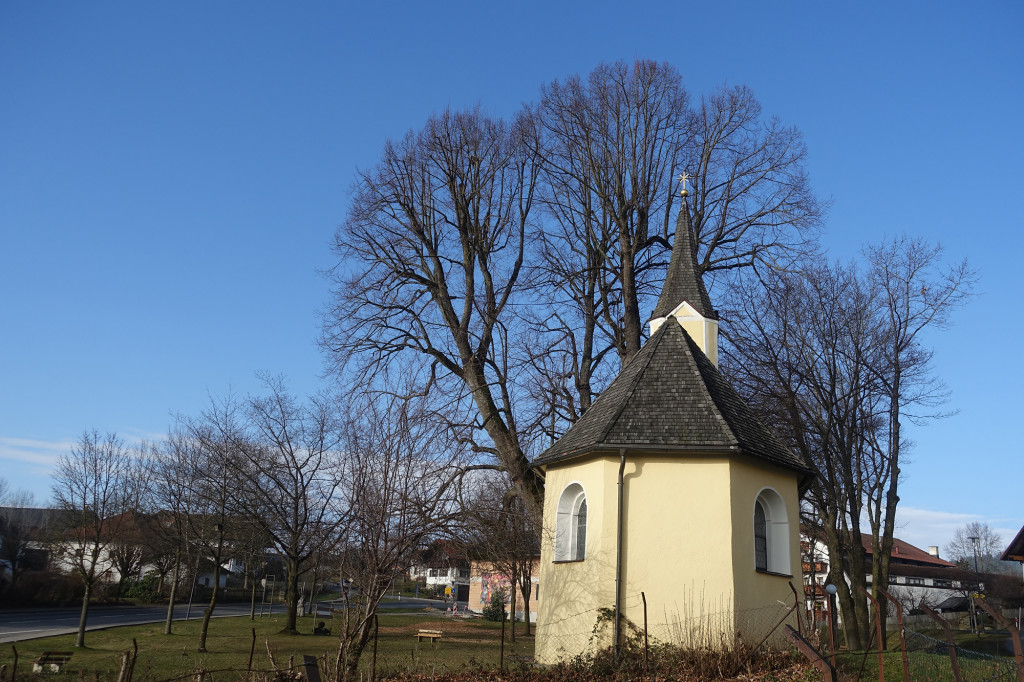 Engelshütt - die Kapelle St. Erasmus mit der ca. 400 Jahre alten Dorflinde