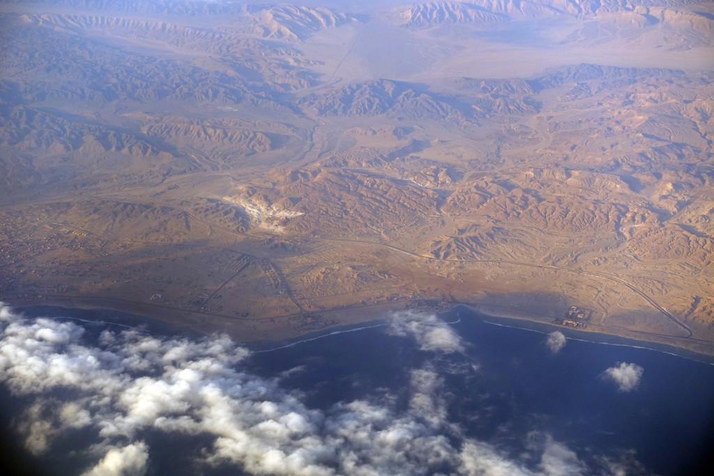 Das Radisson Blu liegt in der Mitte des Fotos in der Wolkenlücke an der Küste