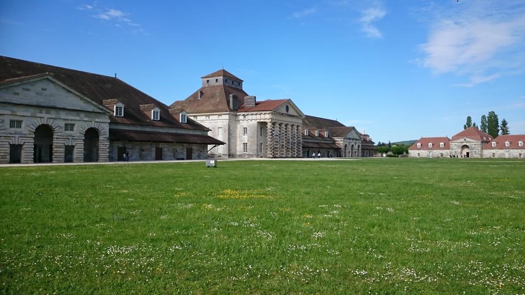 Arc-en-Senans - Saline Royale - die Villa des Direktors zwischen den beiden Salzwerkstätten
