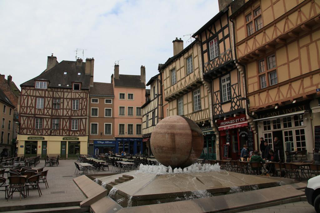 Chalons-sur-Saône - am Platz vor der Kathedrale