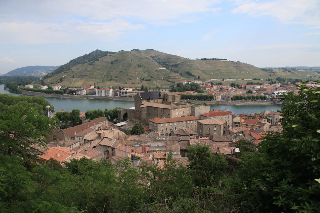 Tournon - Blick über das Schloss auf den Weinberg von Tain l' Hermitage
