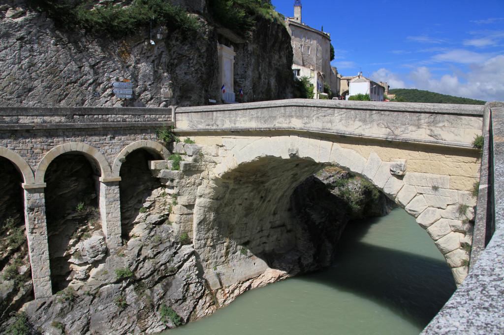 Vaison-la-Romaine - die römische Brücke über die Ouvèze