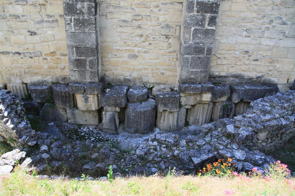 Kathedrale Notre-Dame du Nazareth - gebaut unter Zuhilfenahme einiger römischer Säulentrommeln