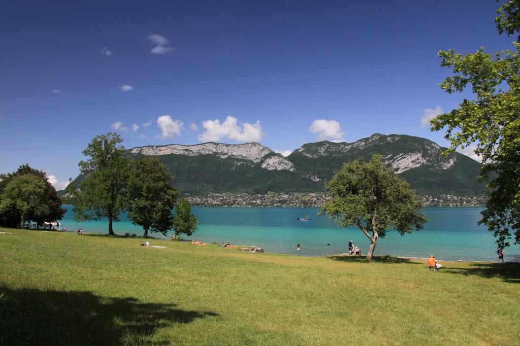 "Sévrier am Lac d' Annecy - die Badewiese am Camping ""Coeur du Lac"""