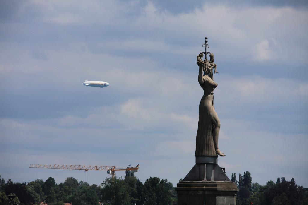 """Konstanz - die """"Imperia"""" und ein Zeppelin (ich enthalte mich jeglichen Kommentars)"""