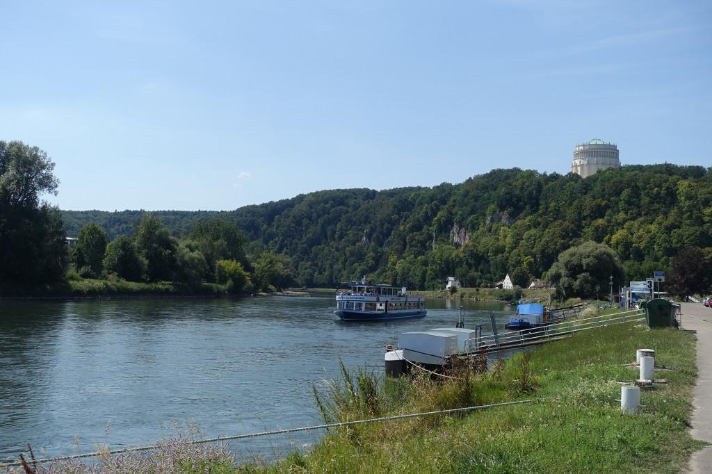 Blick über die Donau auf die Befreiungshalle