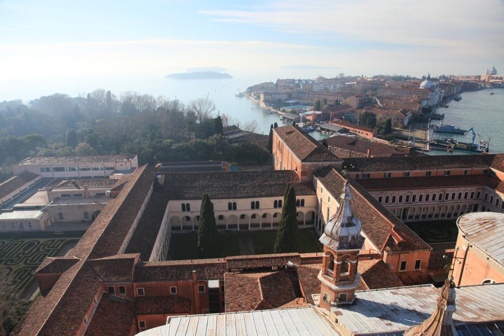Unten das Kloster von San Giorgio Maggiore, rechts die Insel Giudecca
