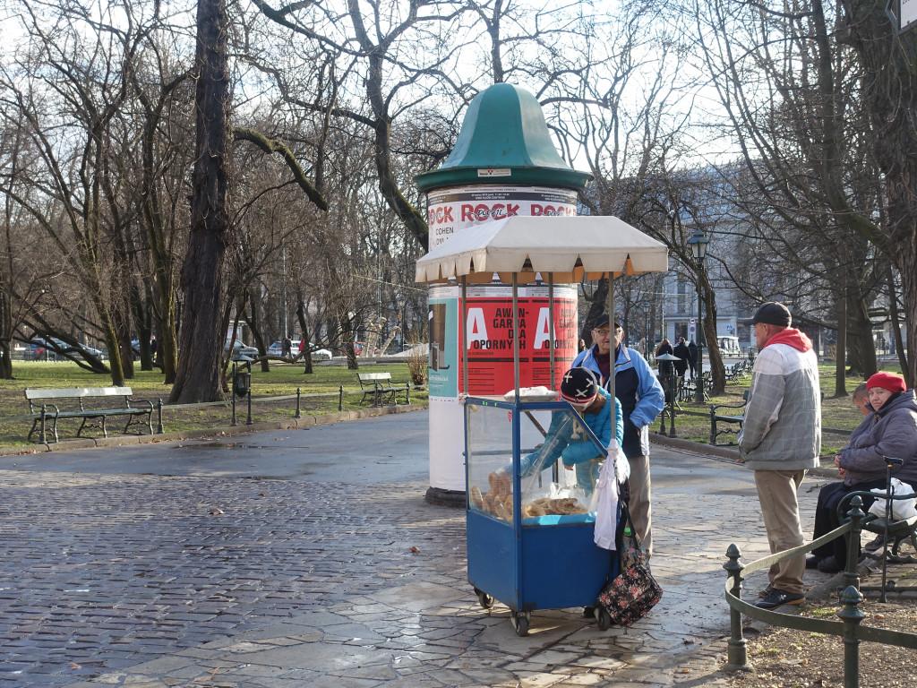 """Verkaufstand für """"Obwarzanek"""", die typisch krakauischen Hefekringel"""