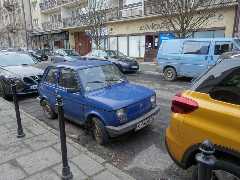 Es gibt sie noch, die Polski-Fiat. Und da sollen wirklich 4 Personen reinpassen?