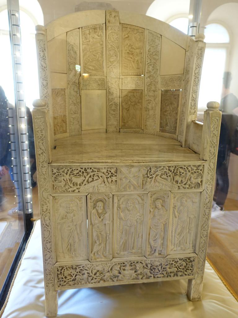 Museo Arcivescovile - Elfenbeinthron des Bischofs Massimiano