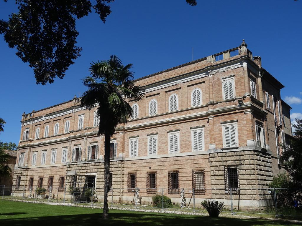 Abbadia di Fiastra - Palazzo Giustiniani Bandini