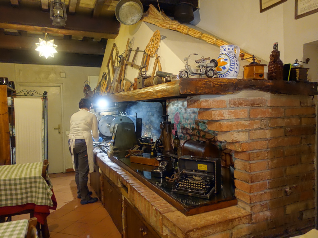 """Osteria """"Il Girarrosto"""" - hier wird gerade mein """"carne mista"""", gemischtes Fleisch gegrillt"""