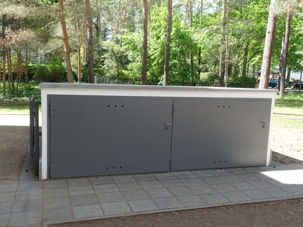 Dessau - Meisterhäuser - Gropius, der Chef, hatte eine richtige Garage für sein Auto, die anderen hatten solche Boxen für ihre Fahrräder