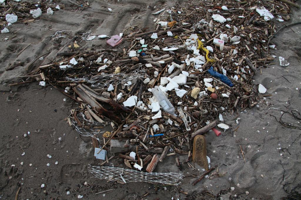 Sottomarina - Plastikmüll am Strand