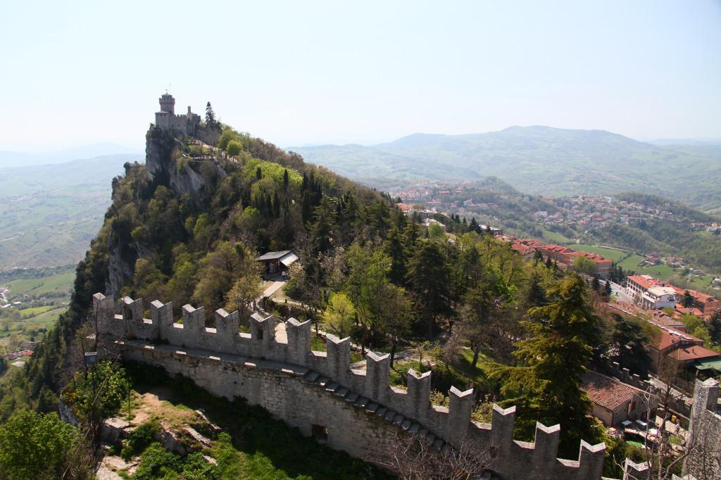 Blick von Festung Rocca auf Festung Cesta
