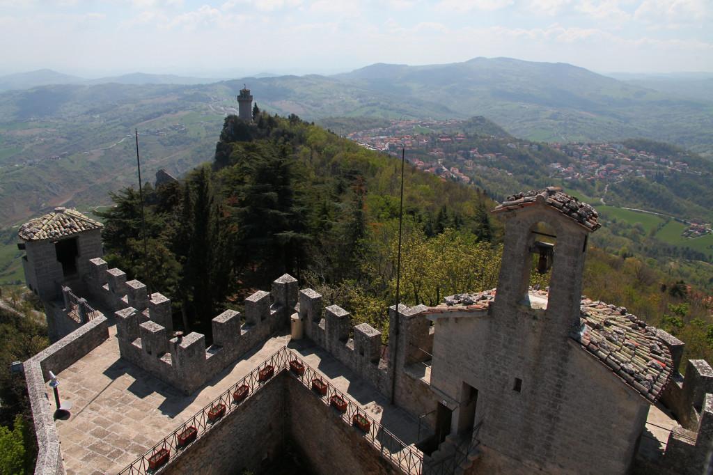 Blick von Festung Cesta zum Turm Montale