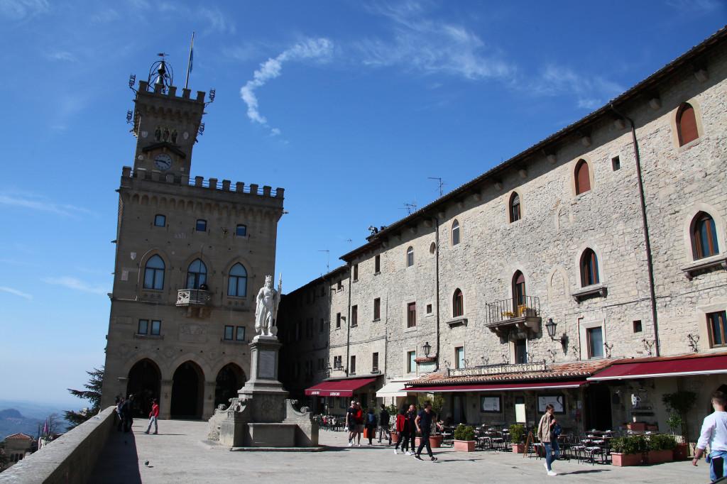 Piazza della Libertá mit dem Palazzo Pubblico
