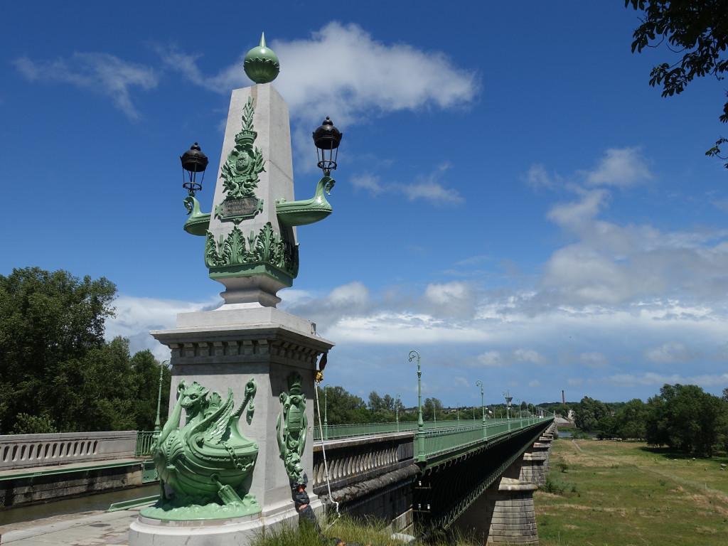 001 4 DSC05567 Frankreich 06.2019 - Briare - Statue