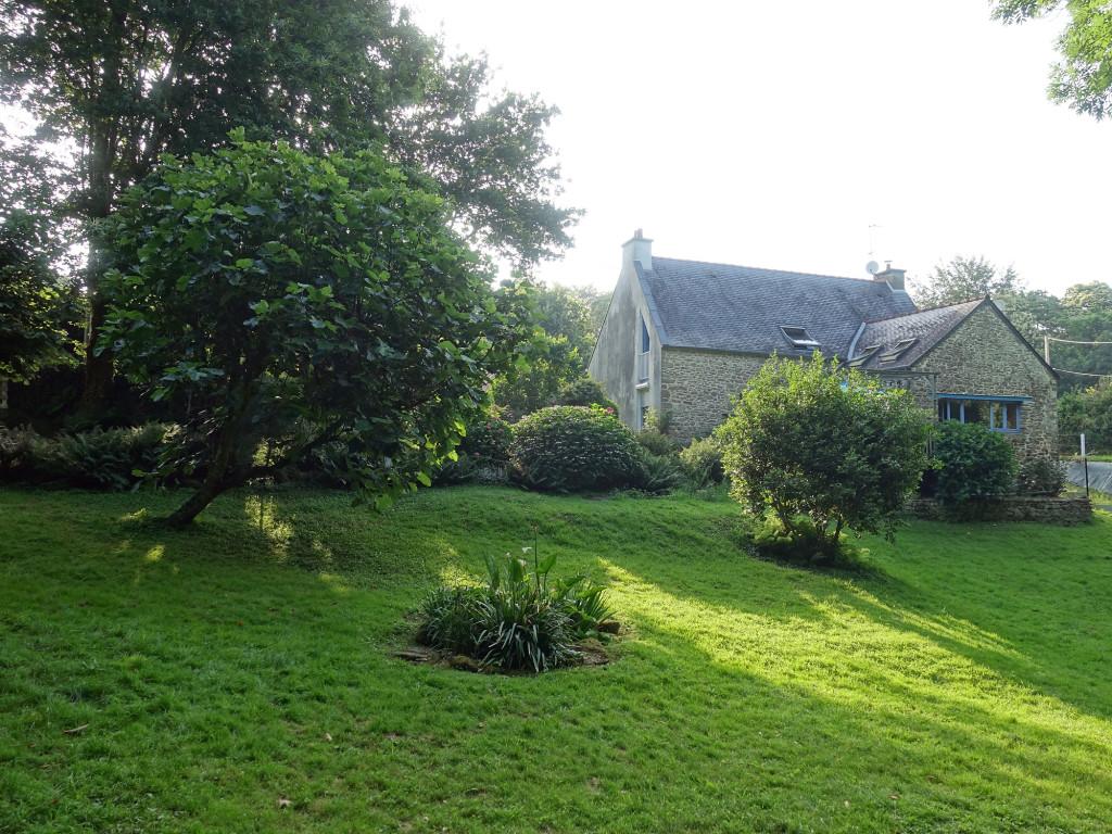 Das Häuschen von Martine und Bruno in einem großen und wunderschönen Garten