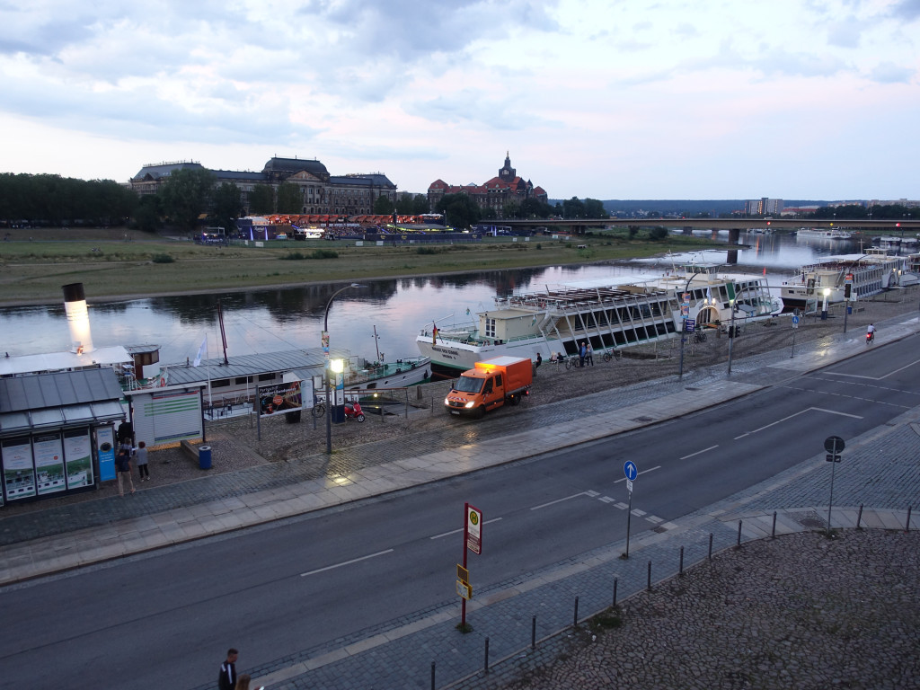 Blick von der Brühlschen Terrasse über die Elbe