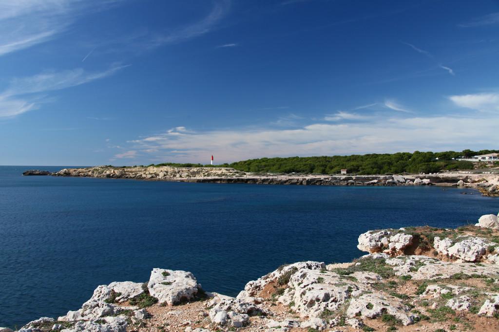 Côte Bleue - im Hintergrund der Leuchtturm am Cap Couronne