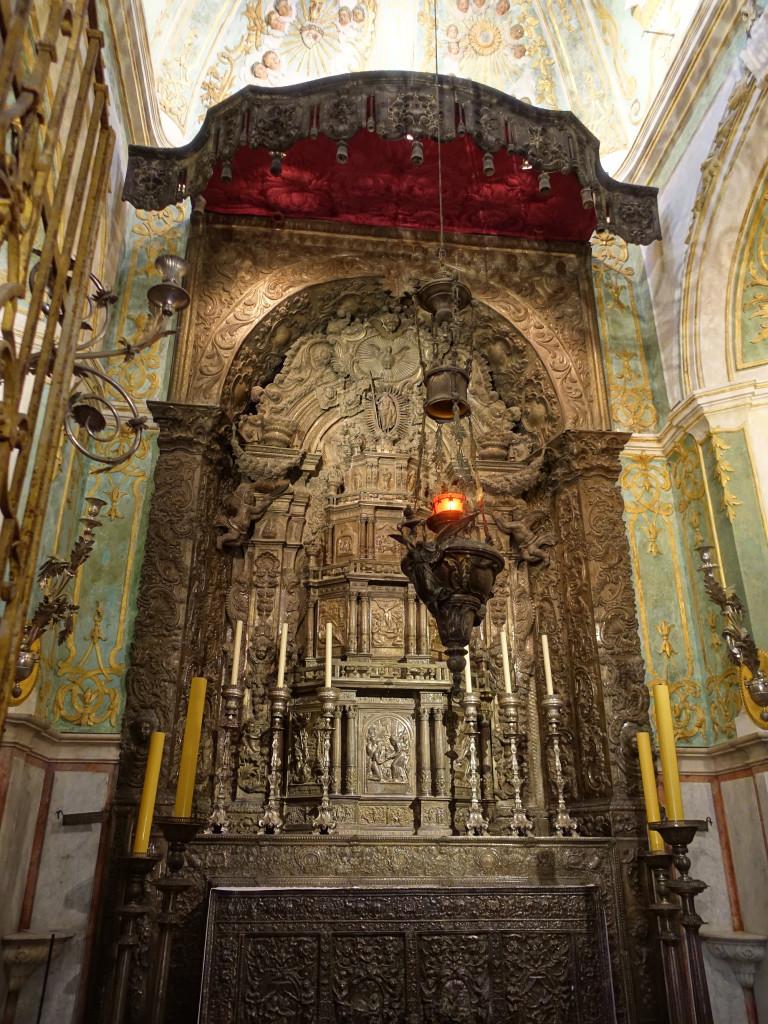 Der Altar dieser Seitenkapelle besteht aus 700 Kilogramm Silber
